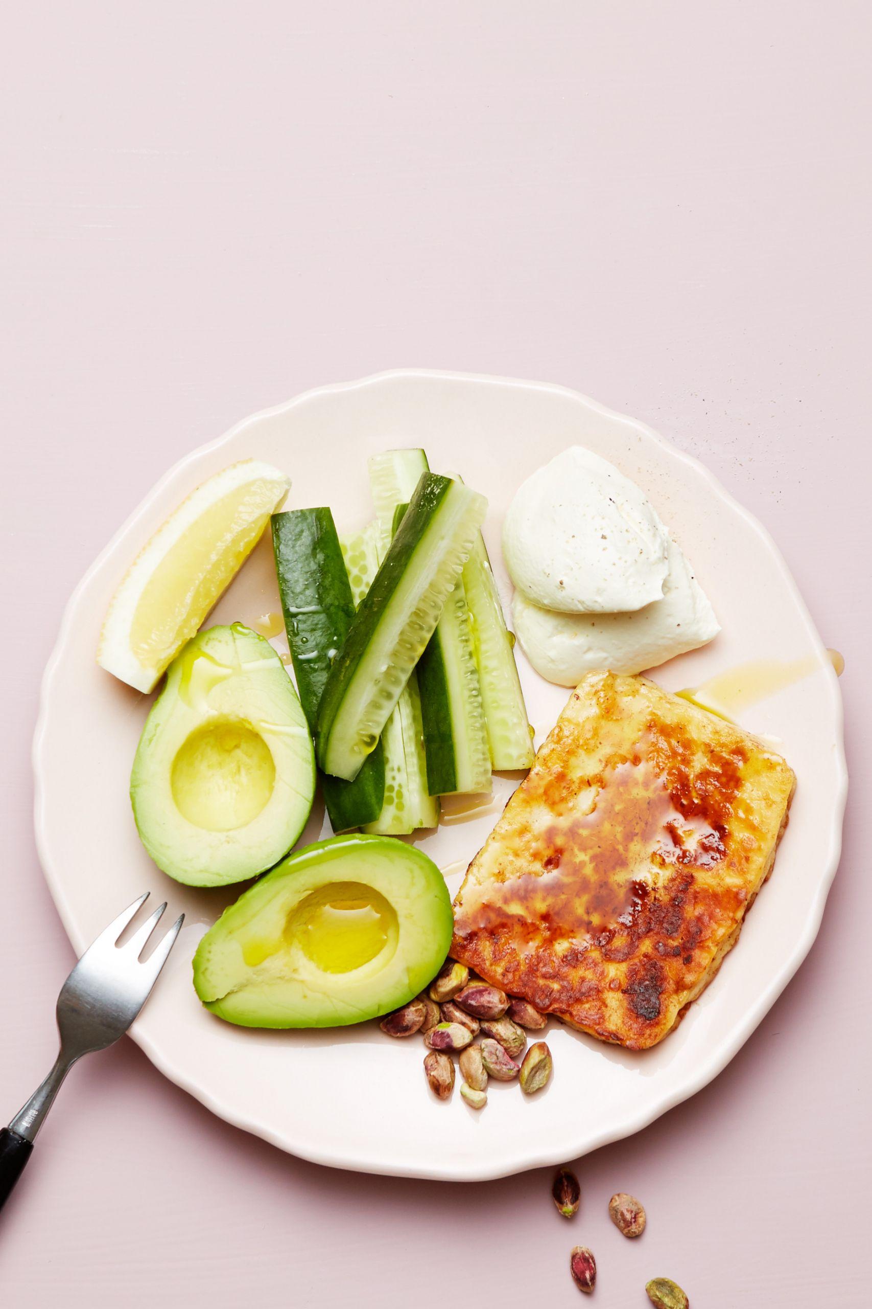 Cenas Keto Videos  Keto Halloumi cheese and avocado plate Diet Doctor